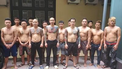 Triệu tập 16 người liên quan vụ Phú Lê đánh 2 phụ nữ