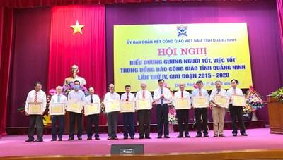 Quảng Ninh: Biểu dương người tốt, việc tốt trong đồng bào Công giáo
