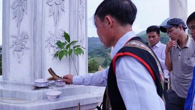 Lễ cúng thần sâm Ngọc Linh ở Quảng Nam