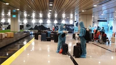 Quảng Ninh: Thành công đón chuyến bay đầu tiên chở khách có 'Hộ chiếu vaccine'