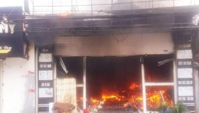 Quảng Ninh: Cháy lớn thiêu rụi cửa hàng spa
