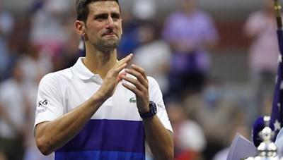 Djokovic khóc nức nở sau thất bại: Cuối cùng, Nole không phải cỗ máy!
