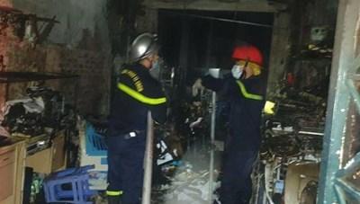 Giải cứu 5 người bị mắc kẹt trong đám cháy