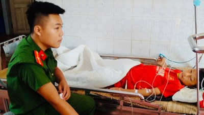 Thanh Hóa: Cán bộ Công an hiến máu cứu học sinh vỡ gan