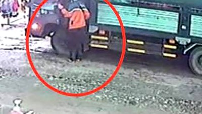 [VIDEO] Siêu trộm nhanh tay lấy cắp 300 triệu đồng trong xe tải