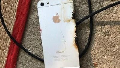 Nguy cơ tai nạn chết người khi sử dụng smartphone, máy tính bảng lúc đang sạc