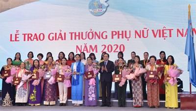 BẢN TIN MẶT TRẬN: Chủ tịch Trần Thanh Mẫn dự Đại hội Thi đua yêu nước Hội LHPN Việt Nam