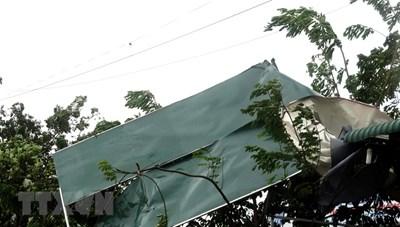 Bão số 9 cường độ mạnh 'thổi bay' nhiều mái nhà ở Quảng Ngãi