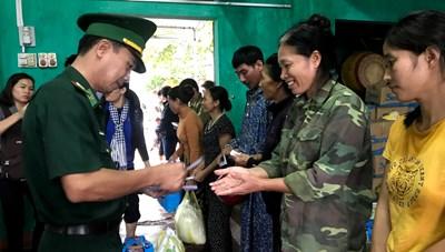 BẢN TIN MẶT TRẬN: Mang yêu thương từ TP HCM ra Quảng Bình