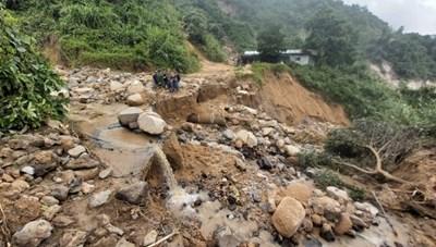 Quảng Nam lo cứu tế lương thực vùng bị chia cắt dài ngày ở Phước Sơn