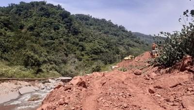 Lên phương án di dân tại các khu vực sạt lở trên tuyến biên giới Quảng Bình