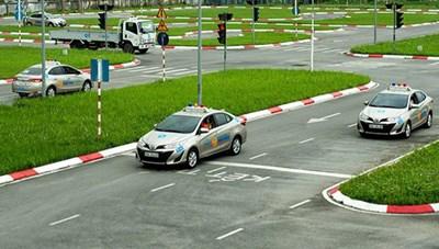 Phân định bộ chủ quản sát hạch và cấp giấy phép lái xe: Có nên thăm dò dư luận?