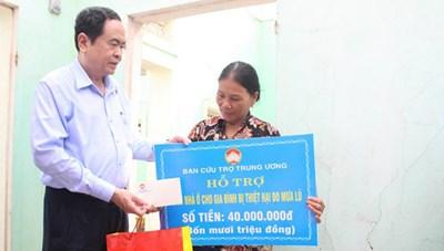 BẢN TIN MẶT TRẬN: Chủ tịch Trần Thanh Mẫn thăm hỏi các gia đình vùng lũ Quảng Ngãi