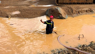 Vụ sạt lở tại Rào Trăng: Tìm thấy vật dụng, quần áo công nhân dưới lòng sông
