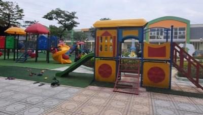 Trẻ 4 tuổi nguy kịch khi chơi cầu trượt