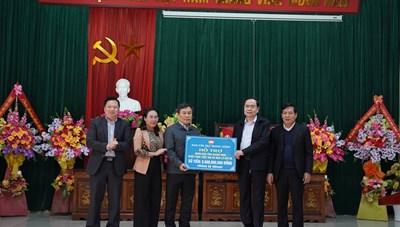 BẢN TIN MẶT TRẬN: Chủ tịch Trần Thanh Mẫn thăm, tặng quà bà con vùng lũ Quảng Trị, Quảng Bình