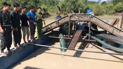 Bắt 4 tàu khai thác cát trái phép trong khu vực hồ Dầu Tiếng