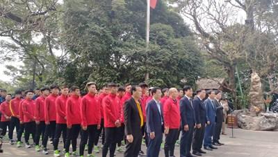 [ẢNH] Thầy trò HLV Park Hang Seo thắp hương tưởng niệm các Vua Hùng