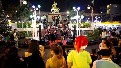 TP Hồ Chí Minh chính thức ra mắt phố đi bộ đêm tại quận 10