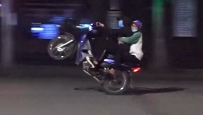 Cảnh sát hình sự truy tìm nhóm quái xế đua xe quanh hồ Hoàn Kiếm