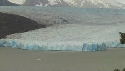 [VIDEO] Khối băng khổng lồ bất ngờ tách khỏi sông băng ở Chile