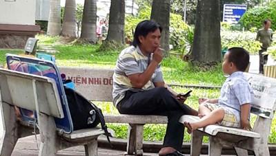 Hút thuốc lá tại địa điểm công cộng vẫn còn phổ biến