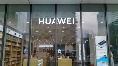 Huawei thấm 'đòn' từ trừng phạt của Mỹ và dịch Covid-19