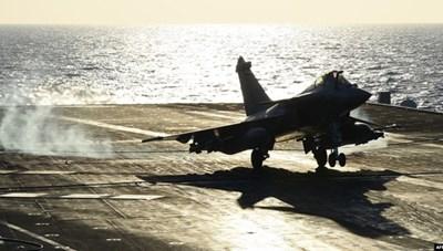 Pháp triển khai tàu sân bay tới khu vực Trung Đông để chống IS