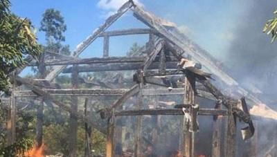 Lào Cai: Hỏa hoạn thiêu rụi 2 nhà sàn tại Sa Pa