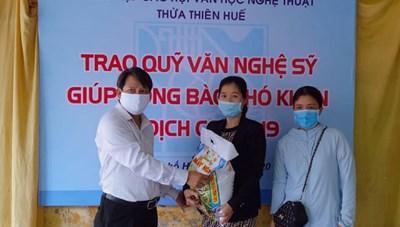 Văn nghệ sĩ Huế đóng góp gần 80 triệu đồng giúp người khó khăn