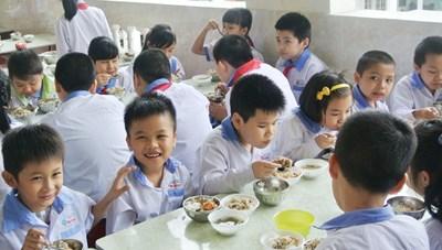 Chuẩn hóa bữa ăn học đường