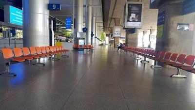 TP HCM: Sân bay Tân Sơn Nhất vắng ngắt sau lệnh dừng nhập cảnh