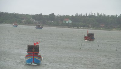 3 tàu cá Quảng Bình gặp sự cố khi đang di chuyển vào bờ