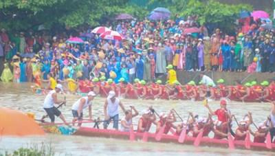 Rộn ràng lễ hội đua, bơi thuyền trên sông Kiến Giang mừng Tết Độc lập