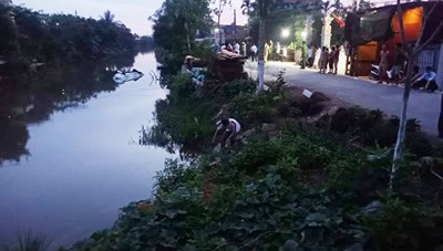 Nam Định: Ô tô 7 chỗ lao xuống sông, 3 người thương vong