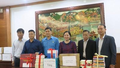 Phát động tặng sách cho đồng bào dân tộc và học sinh