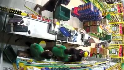 TP HCM: Bắt nghi phạm cầm súng cướp cửa hàng Bách Hoá Xanh