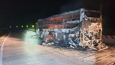 Quảng Nam: Cháy xe khách giường nằm trên đường Hồ Chí Minh