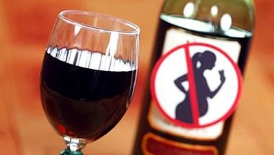 Uống rượu bia khi mang thai: Hậu quả khó lường
