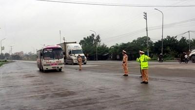 Quảng Ninh dừng hoạt động xe buýt, taxi và đường thủy nội địa đến Hải Phòng