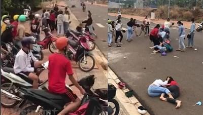 Hai nhóm thiếu nữ đánh nhau cạnh cổng trường do mâu thuẫn tiền bạc