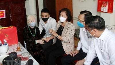 Chủ tịch Quốc hội thăm các Mẹ Việt Nam Anh hùng tại TP HCM