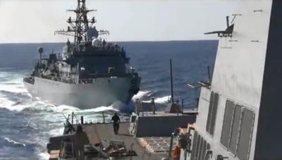 Tàu chiến Nga bị 'tố' suýt đâm trúng tàu Mỹ