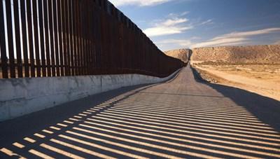 Bộ Quốc phòng Mỹ thông qua 3,6 tỷ USD xây dựng tường biên giới