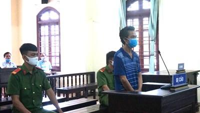 Không đeo khẩu trang, chống người thi hành công vụ, đối tượng lĩnh 9 tháng tù