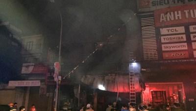 Hà Tĩnh: Cháy xưởng kinh doanh thiết bị ô tô, 2 ông cháu tử vong