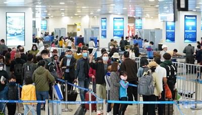 200 khách từ nước có dịch cúm bị từ chối nhập cảnh tại sân bay Tân Sơn Nhất