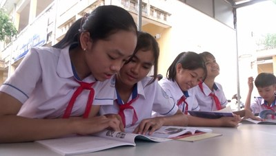 Quảng Ngãi: Tủ sách nâng bước em tới trường của người lính Biên phòng