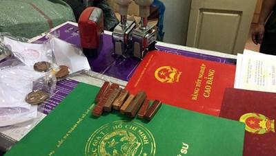 Hà Nội: Phá đường dây chuyên làm giả con dấu, tài liệu của cơ quan nhà nước
