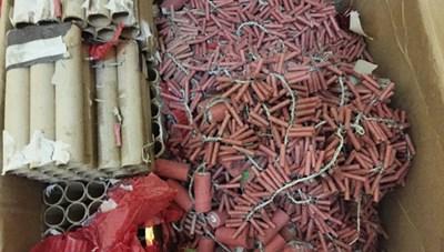 Bắt vụ buôn bán pháo lậu